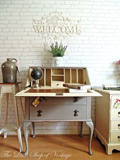 Gorgeous French Inspired Shabby Chic Writing Bureau Painted in Annie Sloan French Linen & Old Ochre Inside. Pallet Patio Furniture, Teen Furniture, Wood Bedroom Furniture, Living Room Furniture Arrangement, Recycled Furniture, Paint Furniture, Shabby Chic Furniture, Furniture Makeover, Cool Furniture
