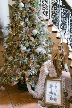 Christmas Diy, Christmas Wreaths, Merry Christmas, Christmas Decorations, Holiday Decor, Tis The Season, Burlap Wreath, Seasons, Anna