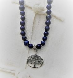 Mala 108 perles en lapis lazuli Bleu Marine, Lapis Lazuli, Creations, Beaded Necklace, Jewelry, Natural Stones, Hand Made, Pendant, Beaded Collar