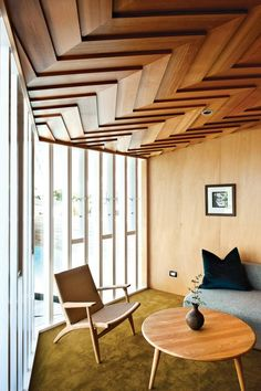Decken Design mit attraktivem Holz Design