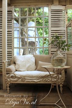 French daybed in the gardenroom.