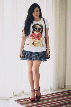 Look: camiseta estampada com saia de bolinhas por Bruna Vieira | Depois dos Quinze em março 21, 2014