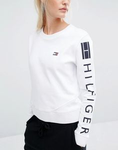 Sueter Tommy Hilfiger, Tommy Hilfiger Mujer, Tommy Hilfiger Women, Tommy Clothes, Belly Shirts, New T Shirt Design, Stylish Hoodies, Clothing Logo, Lolita