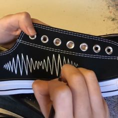 Feb 2020 - Time lapse video of the Arctic Monkeys AM logo being painted by hand onto black low top converse converse Painted Converse, Painted Sneakers, Painted Jeans, Painted Clothes, Hand Painted, Diy Clothes And Shoes, On Shoes, Custom Clothes, Black Clothes
