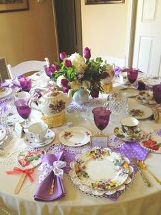 New party tea table place settings Ideas Tea Table Settings, Place Settings, Vintage Tea Parties, Vintage Party, Tea Party Table, Dinner Table, Cupcakes Decorados, Afternoon Tea Parties, Afternoon Tea Table Setting