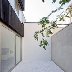A Photographer's Home With A Light-Filled Atrium – iGNANT.de