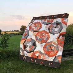My Octagon Shimmer Quilt (pattern by Jennifer Sampou) is f…   Flickr