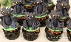 Love these Toothless cupcakes from How to Train Your Dragon! Lots of awesome dragon cakes in this post -> Cake Wrecks - Home - Sunday Sweets: No Dungeons, Just Dragons