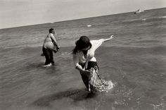 """// Josef Koudelka.  España 1975.  """"...muchas de mis fotografías las hago sin mirar al objetivo. Un acto sumamente mecánico pero lleno de intensidad"""":"""