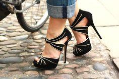 Moda Decor e Salteado: This shoes are made for walking...