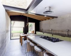 London House by Simon Astridge Features Plywood, Concrete, Brickwork, Stone & The Sky. Beautiful Kitchen Designs, Beautiful Kitchens, Interior Architecture, Interior And Exterior, Plywood House, Victorian Terrace House, Victorian Street, Victorian London, Interior Styling