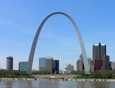 So you've just arrived in St. Louis, and you want to see the best the city has to offer in just three days? Check out the St. Louis Gateway Arch, Ted Drewes Frozen Custard, the Saint Louis Zoo and Soulard Farmer's Market. St Louis Gateway Arch, Saint Louis Arch, Saint Luis, The Places Youll Go, Places Ive Been, Places To Visit, Design Competitions, In This World, Places To Travel