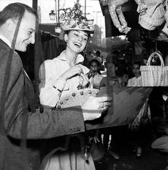1954, Audrey Hepburn in México City Mexico.