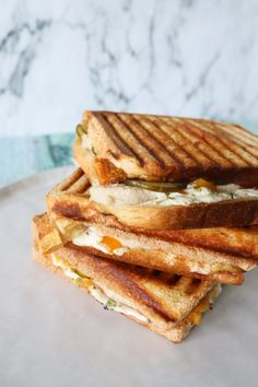 Flæskestegssandwich – Den Bedste Toast Med Flæskesteg (One Kitchen - A Thousand Ideas Toast Sandwich, First Kitchen, Cheddar, Sliders, Feta, Tapas, Picnic, Sandwiches, Recipies