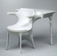 Meuble Kokon - Jurgen Bey - 1999 Assemblage de meubles envelopper par une peau en polymère thermorétractable venant se mouler autour des objets.
