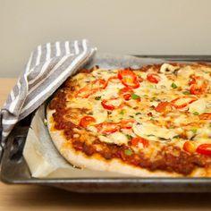 Jeg er svært glad i italienskepizzaer med tynn og sprø bunn, men iblant er det også utrolig godt med en klassisk hjemmelaget pizza. Pizza Recipes, Lasagna, Nom Nom, Food And Drink, Pasta, Yummy Food, Cheese, Ethnic Recipes, Comfort Foods