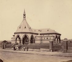 Regent Street Mortuary Station was a railway station on Sydney's Rookwood… Gothic Buildings, Queensland Australia, Western Australia, Sydney City, Ancient Mysteries, Historical Pictures, Beautiful Buildings, Vintage Photographs, Cemetery