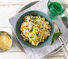 Die cremigen, säuerlichen Zitronennudeln ergeben eine feine, sättigende und schnelle Mahlzeit für 2 Personen.