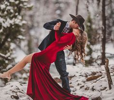 Their engagement photoshoot is like something out of a winter wonderland fairy tail. Winter Couple Pictures, Winter Engagement Pictures, Engagement Photo Outfits, Engagement Shoots, Beach Pictures, Christmas Engagement Photos, Country Engagement, Fall Engagement, Couple Photography Poses