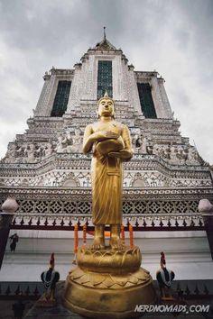 Bangkok is dynamic and vibrant, packed with things to do and places to see. Wonder what to do in Bangkok? This 3 day Bangkok itinerary has it all! Bangkok Market, Bangkok Shopping, Bangkok Travel, Asia Travel, Thailand Travel Tips, Visit Thailand, Bangkok Outfit, Bangkok Itinerary, Buddha