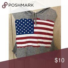 American Flag Sleeveless Hoodie Cute sleeveless hoodie with American flag print in the center. Size: Medium ♡ Tops