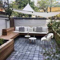 Little Ibiza in our backyard. Small Courtyard Gardens, Small Courtyards, Garden Lighting Wedding, Scandinavian Garden, Terrasse Design, Minimalist Garden, Rooftop Garden, Backyard Patio Designs, Ibiza