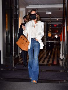 White Shirt And Jeans, White Shirts, Cindy Crawford, Fast Fashion, Jean Outfits, Everyday Look, White Tops, Victoria Beckham, Fashion Forward