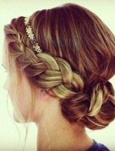 I wish I was capable of doing this awesome braided bun!! :)))