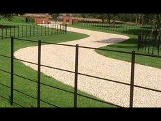 Traditional Estate Fencing & Estate Railings in the UK Driveway Entrance Landscaping, Driveway Design, Gravel Driveway, Driveway Ideas, Unique Gardens, Rustic Gardens, Metal Garden Gates, Metal Gates, Garden Fencing