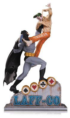 DC Comics Statue Batman vs The Joker Laff-Co Battle 34 cm Batman Vs, Superman, Sideshow Statues, Batman Collectibles, Joker, Superhero Villains, Dynamic Poses, Animation Series, Batgirl