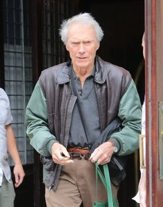 """Clint Eastwood Photos - Actor/director Clint Eastwood leaves his hotel and heads to the set of """"Sully"""" on October 8, 2015 in New York City. - Clint Eastwood Leaves His New York Hotel"""