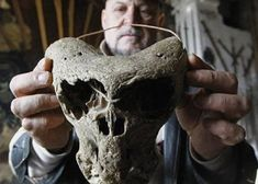 In this image we see an ancient skull which looks Alien in origin. There was 2 Alien skulls discovered along with a Nazi briefcase in the Caucuses mountains near Adygea. Ancient history is filled with anomalies. Unexplained Mysteries, Ancient Mysteries, Ancient Artifacts, Ancient Aliens, Ancient History, Les Aliens, Aliens And Ufos, Creepy, Alien Skull