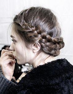 Coiffure naturelle pour cheveux mi-longs