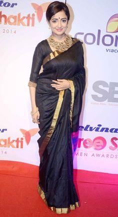 Monali Thakur on the red carpet at the prestigious Stree Shakti Women Achievers Awards. Saree Models, Blouse Models, Indian Dresses, Indian Outfits, Elegant Dresses, Nice Dresses, Most Beautiful Bollywood Actress, Beautiful Actresses, Sexy Little Black Dresses