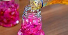 2 reţete de preparare a oţetului de trandafiri | Paradis Verde Lava Lamp, Pantry, Drinks, Food, Green, Sweet, Health, Canning, Alcohol