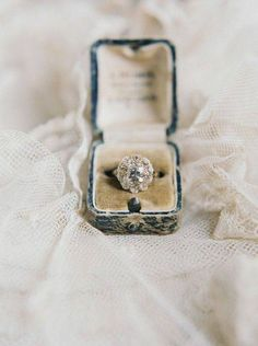 20 Vintage Engagement Rings You Will Love Forever | http://www.tulleandchantilly.com/blog/20-vintage-engagement-rings-you-will-love-forever/