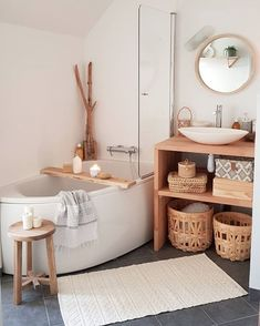 [I love this interior design! It's a great idea for home decor. Home design. – Lena Albrecht I love this interior design! It's a great idea for home decor. Home design. I love this interior design! It's a great idea for home decor. Home design. Bad Inspiration, Bathroom Inspiration, Home Decor Inspiration, Decor Ideas, Decorating On A Budget, Diy Ideas, Bathroom Bath, Modern Bathroom, Bathroom Ideas