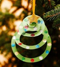 Christmas Crafts - Construction Paper Christmas Tree Ornament - easy Christmas diy that& kid f. Preschool Christmas, Noel Christmas, Christmas Activities, Christmas Projects, Spiral Christmas Tree, Christmas Tree Hanging From Ceiling, Classroom Christmas Decor, Christmas Crafts For Kids To Make Toddlers, Kids Holiday Crafts