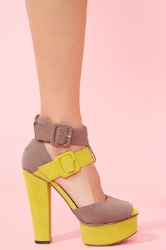 i love the clunky heel that's been coming back in so many amazing styles!!