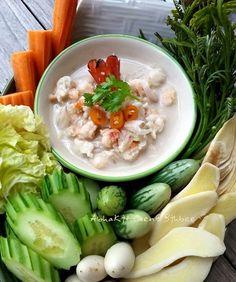Authentic Thai Food, Thai Dessert, Thai Cooking, Thai Dishes, Chocolate Strawberries, Thai Recipes, The Dish, Fresh Rolls, Food Art