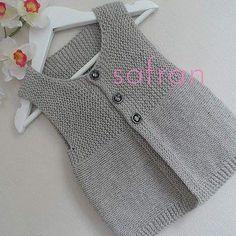 Ravelry: safran's little frog – Baby knitting patterns Baby Knitting Patterns, Knitting For Kids, Knitting Designs, Baby Patterns, Hand Knitting, Knitting Tutorials, Crochet Patterns, Baby Pullover, Baby Cardigan