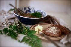German pea soup with traditional German bread. German Bread, Pea Soup, Bratwurst, Camembert Cheese, Germany, Traditional, Recipes, Food, Roasts
