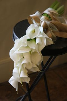 Unusual white calla lily bridal bouquet - fleurs trémolo #weddings #callalily #bouquet