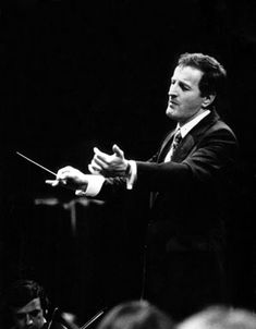 #5sep1942 nace en #Méjico_DC #Eduardo_Mata,  director de orquesta y compositor mexicano    http://es.wikipedia.org/wiki/Eduardo_Mata_Asias%C3%ADn