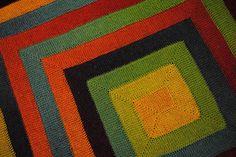 """Inspirado en LA REINA Elizabeth Zimmermann, este es un patrón """"Ravelry"""" increíblemente popular, trabajado en diez filas de puntadas fáciles, sin necesidad de costuras. También hay una versión disponible en crochet."""