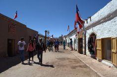 O chile se destaca não só pela natureza impactante, mas também pela cultura local, pela gastronomia e pelo artesanato. Na principal rua no Atacama existem lojinhas e feirinhas cheias de peças mara, no mais tradicional boho style, que a gente ama de paixão aqui no Twee e não cansa de indicar.