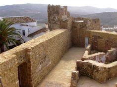 El Castillo de Iznájar (Córdoba), símbolo de la villa / The Castle is a symbol of the village of Iznajar