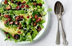 Grøn-i-grøn  salat med bacon og senneps-vinaigrette