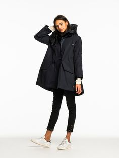 Shop the best outfits for this season at our Official Scotch & Soda webstore. Style Casual, My Style, Fishtail Parka, Casual Hijab Outfit, Rain Wear, Clothes Horse, Pattern Fashion, Spring Fashion, Raincoat