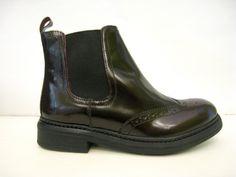 NÍZKÉ KOZAČKY COCA KOŽENÉ VÍNOVÉ Pánský styl, nizké moderní kožené vínové polokozačky. #nizkekozacky #kozacky #damskaobuv #italskaobuv #coca Chelsea Boots, Ankle, Shoes, Fashion, Moda, Zapatos, Wall Plug, Shoes Outlet, Fashion Styles